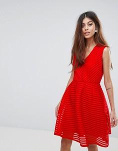 Короткое приталенное платье с V‑образным вырезом Yumi - Красный