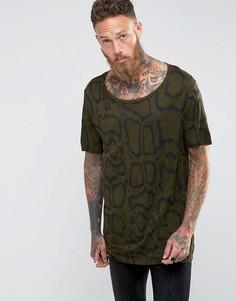 Длинная трикотажная футболка со змеиным принтом ASOS - Зеленый
