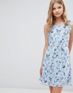 Платье с поясом на завязке и цветочным принтом Yumi - Синий