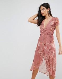 Чайное платье с запахом и цветочным принтом Hope & Ivy - Розовый