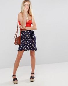 Мини-юбка с запахом, цветочным принтом и поясом ASOS - Мульти