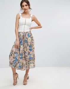 Укороченные брюки с цветочным принтом PrettyLittleThing - Мульти