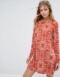 Свободное платье с принтом пейсли Glamorous - Оранжевый