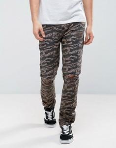 Узкие брюки с камуфляжным принтом, рваной отделкой и необработанными краями ASOS - Коричневый