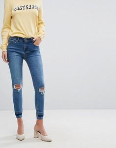 Зауженные джинсы с рваными коленками New Look - Синий