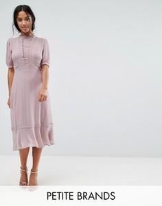 Приталенное платье миди с кружевом кроше Elise Ryan Petite - Розовый