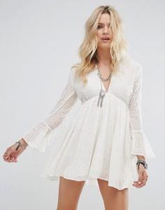 Свободное платье с кружевом Glamorous - Кремовый