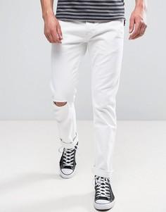 Белые джинсы слим с рваной отделкой Wrangler - Белый