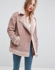 Замшевая куртка-авиатор с искусственной овечьей шерстью ASOS - Розовый