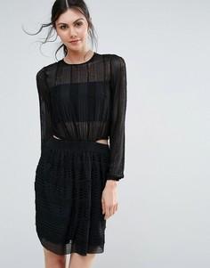 Короткое приталенное фактурное платье с длинными рукавами Endless Rose - Черный