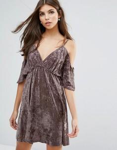 Бархатное платье с открытыми плечами Love - Бежевый
