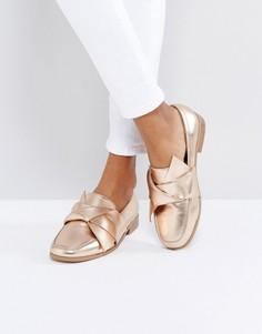Туфли на плоской подошве ASOS MAXIMUM - Золотой