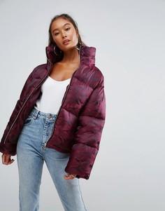 Дутая куртка с камуфляжным принтом ASOS - Красный