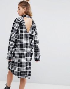 Фланелевое платье-рубашка в клетку с открытой спиной Cheap Monday - Мульти