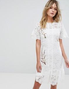 Кружевное платье с вышивкой Liquorish - Кремовый