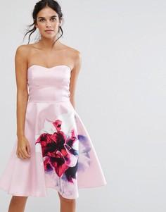 Короткое приталенное платье-бандо с цветочным принтом City Goddess - Розовый