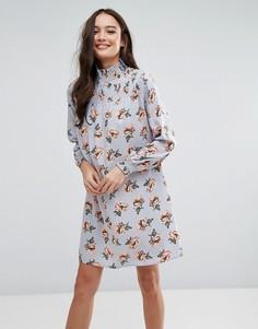 Платье с цветочным принтом и высоким воротом Influence - Мульти