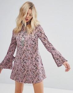 Свободное платье с высоким воротом и завязками на манжетах Glamorous - Фиолетовый