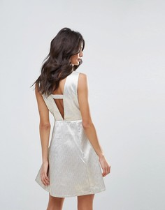 Короткое приталенное платье Glamorous - Кремовый