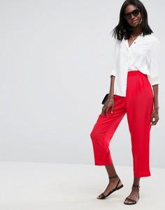 Широкие зауженные брюки со складками ASOS - Красный