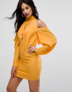 Платье мини с вырезами на плечах и сборками AQ AQ - Желтый