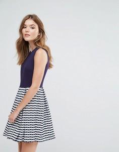 Короткое приталенное платье с контрастной юбкой в полоску Lavand - Темно-синий