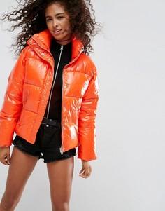 Дутая куртка с эффектом мокрой ткани ASOS - Красный