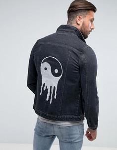 Выбеленная джинсовая куртка с вышивкой Liquor & Poker - Синий