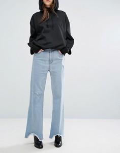 Расклешенные джинсы с завышенной талией и неровным краем Cheap Monday - Синий