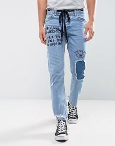 Синие выбеленные джинсы слим с рваной отделкой и принтом ASOS - Синий