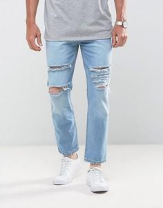 Светло-голубые суженные книзу укороченные джинсы с рваной отделкой Mennace - Синий