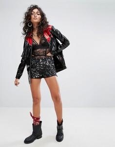 Блестящая виниловая куртка с заклепками и отделкой в стиле вестерн Sacred Hawk - Черный