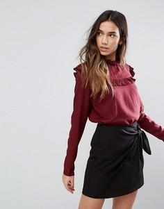 Блузка с высоким воротником и рюшами Vila - Красный