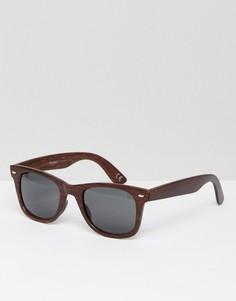 Квадратные солнцезащитные очки в оправе под темное дерево с дымчатыми стеклами ASOS - Коричневый