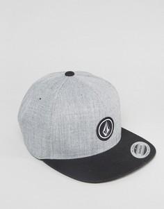 Саржевая бейсболка с маленьким логотипом Volcom - Серый