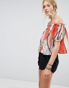 Блузка с принтом и открытыми плечами Deby Debo Shen - Красный