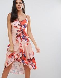 Платье с цветочным принтом и асимметричным подолом Hope & Ivy - Розовый