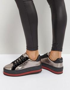 Кроссовки цвета металлик на платформе в полоску Versace Jeans - Коричневый