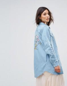 Джинсовая рубашка с цветочной вышивкой QED London - Синий
