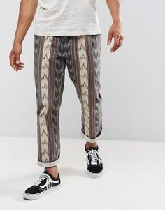 Фестивальные брюки с эластичным поясом и принтом ASOS - Светло-серый