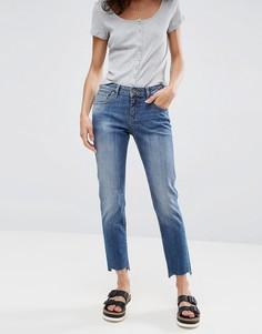 Джинсы бойфренда в винтажном стиле со ступенчатым краем ASOS KIMMI - Синий