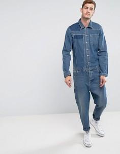 Выбеленный джинсовый комбинезон со вставками и подвернутым краем ASOS - Синий