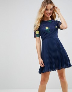 Плиссированное платье мини с кружевом и вышивкой ASOS PREMIUM - Темно-синий