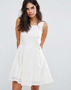 Короткое приталенное платье Only Fair - Белый