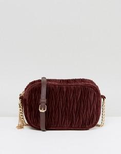 Стеганая бархатная сумка с кисточками ASOS - Красный