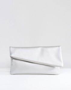 Квадратный клатч цвета металлик с косой молнией ASOS - Серебряный