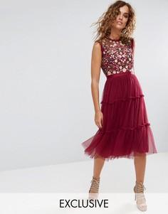 Декорированное платье миди с высоким вырезом и юбкой из тюля Needle and Thread - Красный