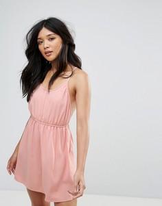 Короткое приталенное платье с перекрестными бретельками на спине Glamorous - Розовый