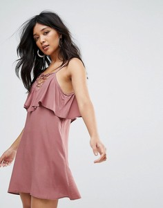 Платье со шнуровкой и оборкой Glamorous - Розовый