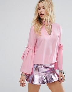 Лонгслив с вырезом, чокером и завязками на рукавах Glamorous - Розовый